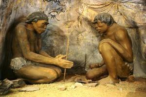 Diorama_cavemen_-_Na_2012081408