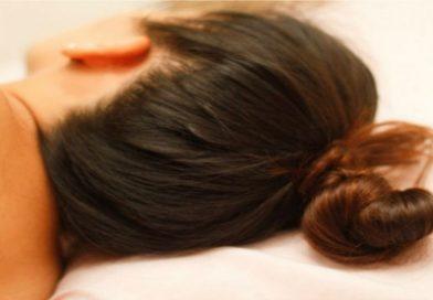 De ce nu e bine să adormi cu părul ud?