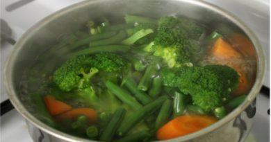 Cum să fierbi legumele fără să pierzi nutrienţii?