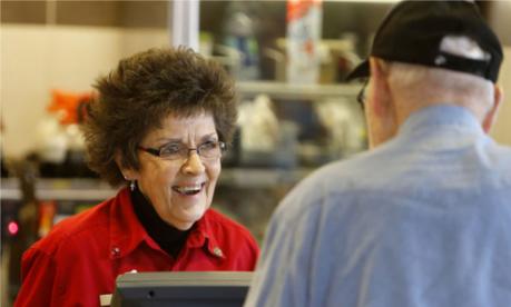 Trei motive pentru care pensionarii ar trebui să continue să lucreze