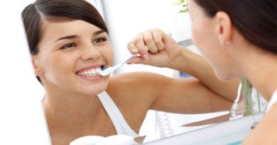 Using-electric-toothbrush