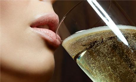 Ştiaţi că şampania…?