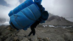 nepal-everest-sherpa-porter