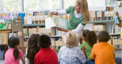kindergarten_teacher_reading