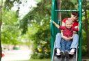 De ce nu e bine să te dai pe tobogan cu copilul
